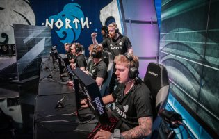 Valde signs for North